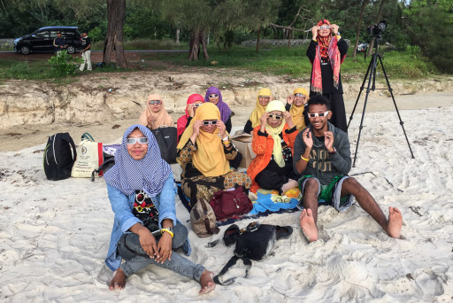 Total Solar Eclipse 09 Mar 2016 - Locals on Burung Mandi Beach