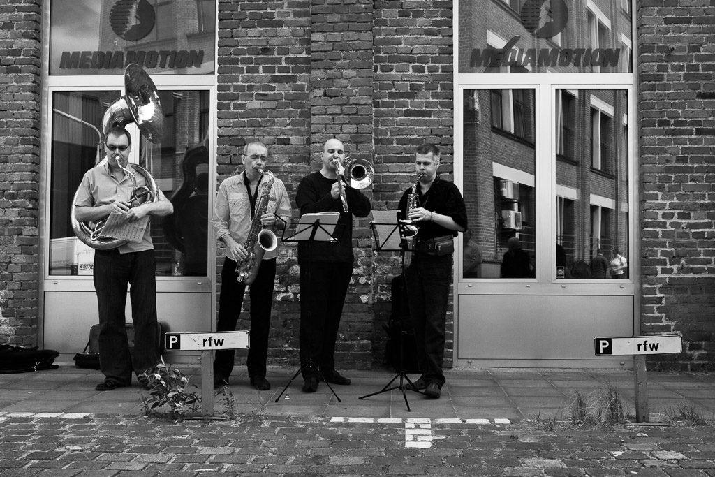 2007, DE, DE-NW, K, NRW, achim fink, andreas gilgenberg, b&w, bernd winterschladen, black and white, blech, blechbläser, brass, bw, cologne, deutschland, ereignisse, events, fotografie, germany, holzbläser, instrument, instrumente, instruments, jazz, köln, music, musician, musicians, musik, musiker, mülheim, mülklangheim, nicolao valiensi, nordrhein-westfalen, northrhine-westfalia, photography, posaune, saxophon, saxophone, schanzenstr, schwarzweiß, sousaphon, sousaphone, stadtbezirk 9 - mülheim, sw, talking horns, trombone, woodwind, world