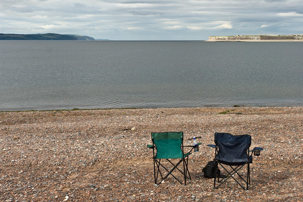 GB, SCO, SCT, UK, animal, animals, beach, beobachten, beobachtung, black isle, blau, blue, braun, brown, chair, chairs, chanonry point, clouds, coast, color, colors, delfin, delfine, delphin, delphine, dinge, dolphin, dolphins, farbe, farben, favs-mj, fort george, fortrose, grau, gray, great britain, green, grey, grün, highland, himmel, inverness-shire, jahreszeit, jahreszeiten, küste, landscape, landschaft, meer, moray firth, reise, ross and cromarty, schottland, scotland, scotland2007, sea, seascape, season, seasons, see, shore, sky, sommer, strand, stuhl, stühle, summer, things, tier, tiere, travel, ufer, united kingdom, wasser, watching, water, week1-brodie, wolken, world