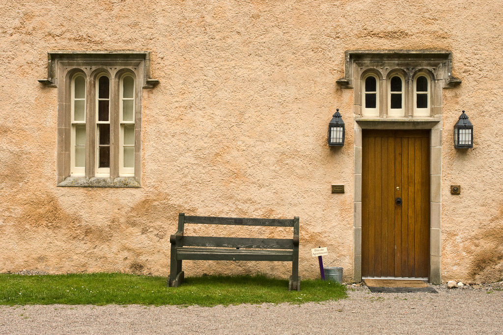 GB, SCO, SCT, UK, apartment, bench, braun, brodie castle, brown, buildings, color, colors, dinge, door, doors, farbe, farben, favs-mj, fenster, forres, garden, gebäude, grampian, grau, gray, great britain, green, grey, grün, jahreszeit, jahreszeiten, laird's, lawn, moray, reise, rural, schottland, scotland, scotland2007, season, seasons, sommer, summer, things, travel, tür, türen, united kingdom, week1-brodie, windows, world