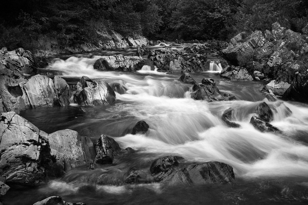 GB, SCO, SCT, UK, b&w, black and white, bw, carrbridge, dulnain, favs-sb, felsen, filter, filter-nd1000, fließendes wasser, flowing water, fluss, flüsse, fotografie, great britain, highland, inverness-shire, jahreszeit, jahreszeiten, landscape, landschaft, photography, phototech, reise, river, rivers, rocks, rural, schottland, schwarzweiß, scotland, scotland2007, season, seasons, sommer, steine, stones, summer, sw, travel, united kingdom, wasser, water, week1-brodie, world