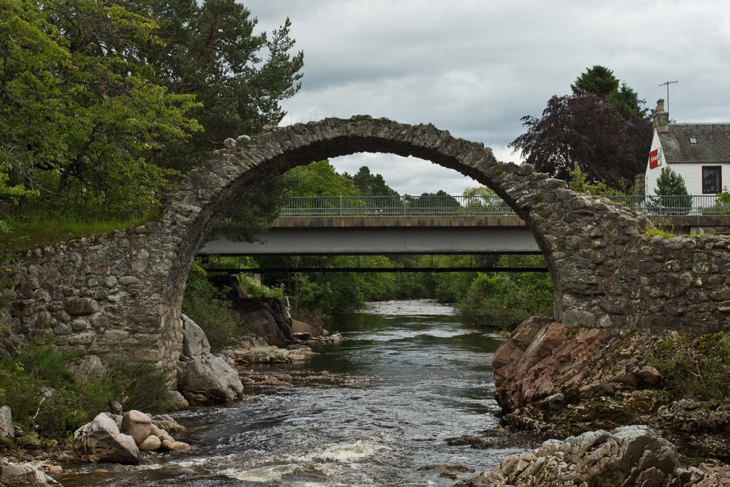 GB, SCO, SCT, UK, bridge, bridges, brücke, brücken, buildings, carrbridge, clouds, dulnain, felsen, fließendes wasser, flowing water, fluss, flüsse, gebäude, great britain, haus, highland, himmel, house, houses, häuser, inverness-shire, jahreszeit, jahreszeiten, landscape, landschaft, old packhorse bridge, reise, river, rivers, rocks, rural, schottland, scotland, scotland2007, season, seasons, sky, sommer, steine, stones, summer, travel, united kingdom, wasser, water, week1-brodie, wolken, world