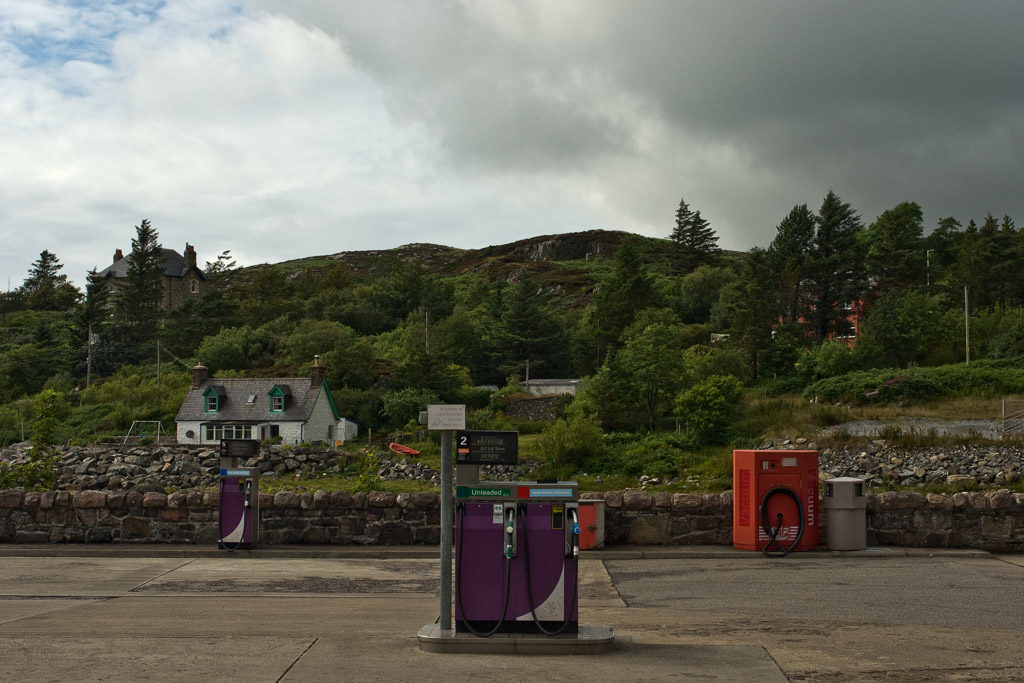 GB, SCO, SCT, UK, assynt, buildings, clouds, favs-mj, gebäude, great britain, highland, himmel, jahreszeit, jahreszeiten, lochinver, petrol station, reise, rural, schottland, scotland, scotland2007, season, seasons, sky, sommer, summer, sutherland, travel, united kingdom, week2-stoer, wolken, world
