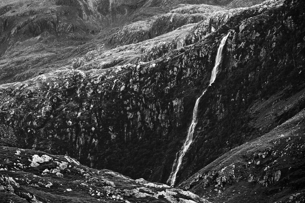 GB, SCO, SCT, UK, aluinn, aluinn wasserfall, aluinn waterfall, assynt, b&w, berge, black and white, bw, color, colors, farbe, farben, favs-mj, felsen, filter, filter-pol, fotografie, glencoul, great britain, green, grün, highland, jahreszeit, jahreszeiten, landscape, landschaft, loch glencoul, mountains, photography, phototech, reise, rocks, schottland, schwarzweiß, scotland, scotland2007, season, seasons, sommer, steine, summer, sutherland, sw, travel, united kingdom, wasser, wasserfall, water, waterfall, week2-stoer, world
