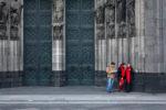 2008, DE, DE-NW, K, NRW, altstadt, altweiber, carnival, cathedral, church, churches, cologne, costume, costumes, deutschland, dom, domplatte, door, doors, ereignisse, events, fastelovend, fastnacht, germany, innenstadt, inner city, karneval, kirche, kirchen, kostüm, kostüme, köln, leute, menschen, nordrhein-westfalen, northrhine-westfalia, old town, people, stadtbezirk 1 - innenstadt, tür, türen, weiberfastnacht, wieverfastelovend, world
