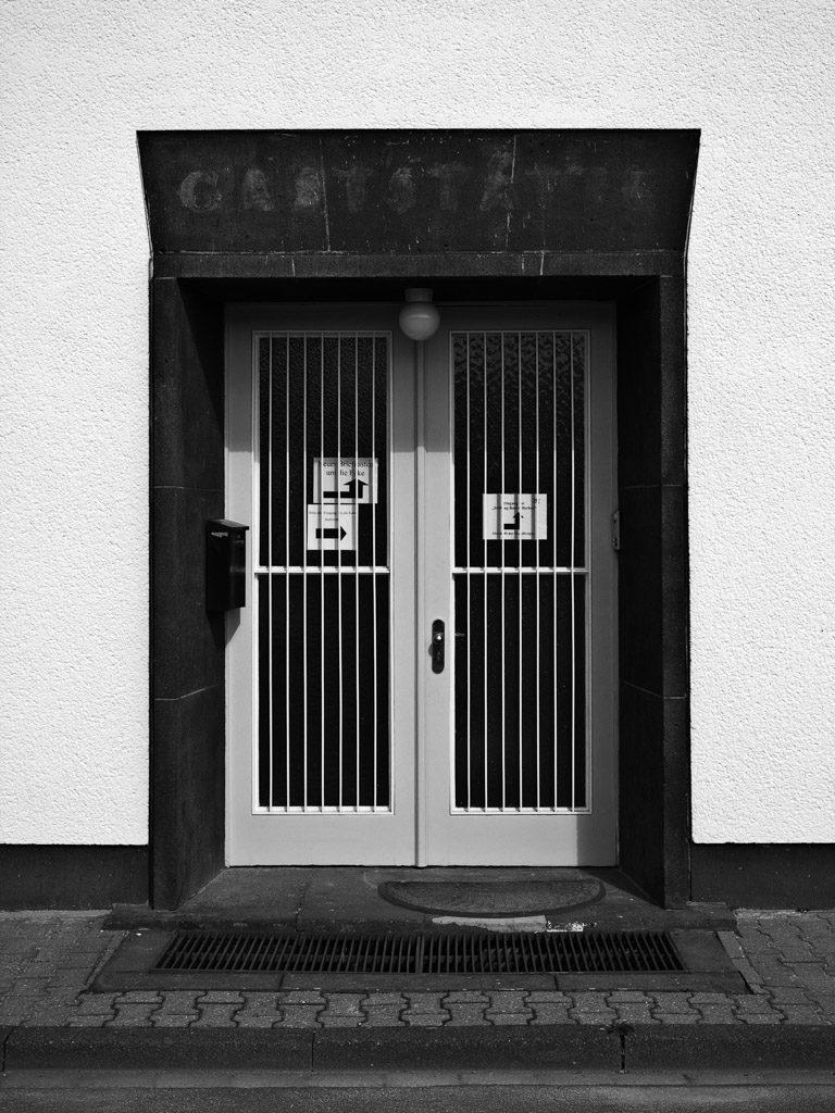 DE, DE-NW, K, NRW, architecture, architektur, b&w, black and white, buildings, butzweilerhof, bw, cologne, deutschland, door, doors, fotografie, gebäude, germany, hans mehrtens, köln, nordrhein-westfalen, northrhine-westfalia, ossendorf, photography, schwarzweiß, stadtbezirk 4 - ehrenfeld, straße, straßen, street, streets, sw, tür, türen, world