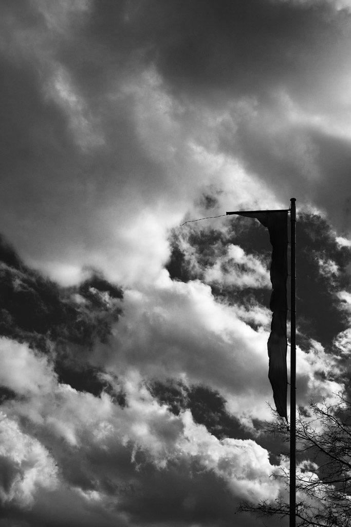 DE, DE-NW, K, NRW, b&w, barracks, black and white, buildings, butzweilerhof, bw, clouds, cloudscape, cologne, decay, derelict, deutschland, dinge, flag, flagge, flaggen, flags, fotografie, gebäude, germany, himmel, kaserne, köln, nordrhein-westfalen, northrhine-westfalia, ossendorf, photography, pole, schwarzweiß, sky, stadtbezirk 4 - ehrenfeld, städtisch, städtischer verfall, sw, things, urban, urban decay, verfall, verkommen, wolken, wolkenlandschaft, world