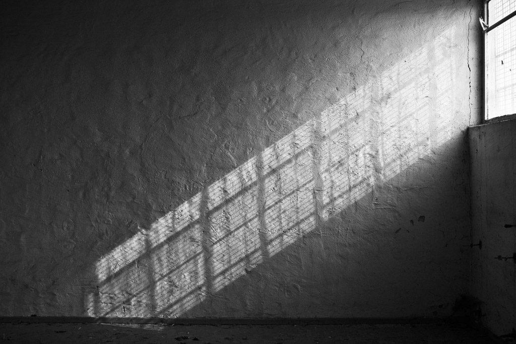 DE, DE-NW, K, NRW, b&w, barracks, black and white, buildings, butzweilerhof, bw, cologne, decay, depot, derelict, deutschland, fenster, fotografie, gebäude, germany, innenraum, innenräume, interior, kaserne, köln, lagerhalle, licht, light, mauer, mauern, nordrhein-westfalen, northrhine-westfalia, ossendorf, photography, schatten, schwarzweiß, shadow, stadtbezirk 4 - ehrenfeld, städtisch, städtischer verfall, sw, urban, urban decay, verfall, verkommen, wall, walls, wand, windows, world, wände