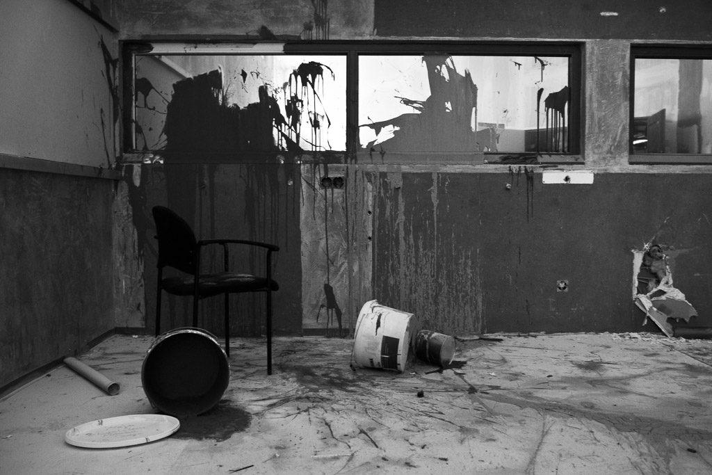 DE, DE-NW, K, NRW, b&w, big brother, black and white, bucket, buckets, buildings, butzweilerhof, bw, chair, chairs, cologne, decay, derelict, deutschland, dinge, eimer, ereignisse, events, farbe, fernsehen, fotografie, gebäude, germany, innenraum, innenräume, interior, köln, nordrhein-westfalen, northrhine-westfalia, ossendorf, paint, photography, schwarzweiß, stadtbezirk 4 - ehrenfeld, studio, stuhl, städtisch, städtischer verfall, stühle, sw, things, tv, urban, urban decay, verfall, verkommen, world