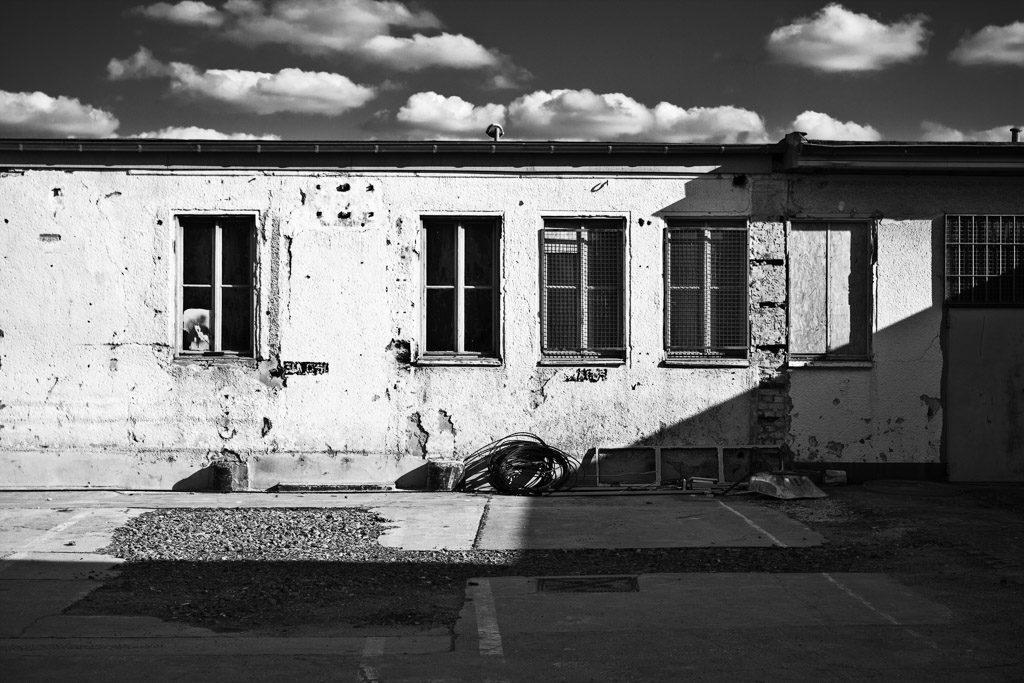 DE, DE-NW, K, NRW, b&w, black and white, buildings, butzweilerhof, bw, cologne, decay, derelict, deutschland, fenster, fotografie, gebäude, germany, himmel, köln, mauer, mauern, nordrhein-westfalen, northrhine-westfalia, ossendorf, photography, schwarzweiß, sky, stadtbezirk 4 - ehrenfeld, städtisch, städtischer verfall, sw, urban, urban decay, verfall, verkommen, wall, walls, wand, windows, world, wände
