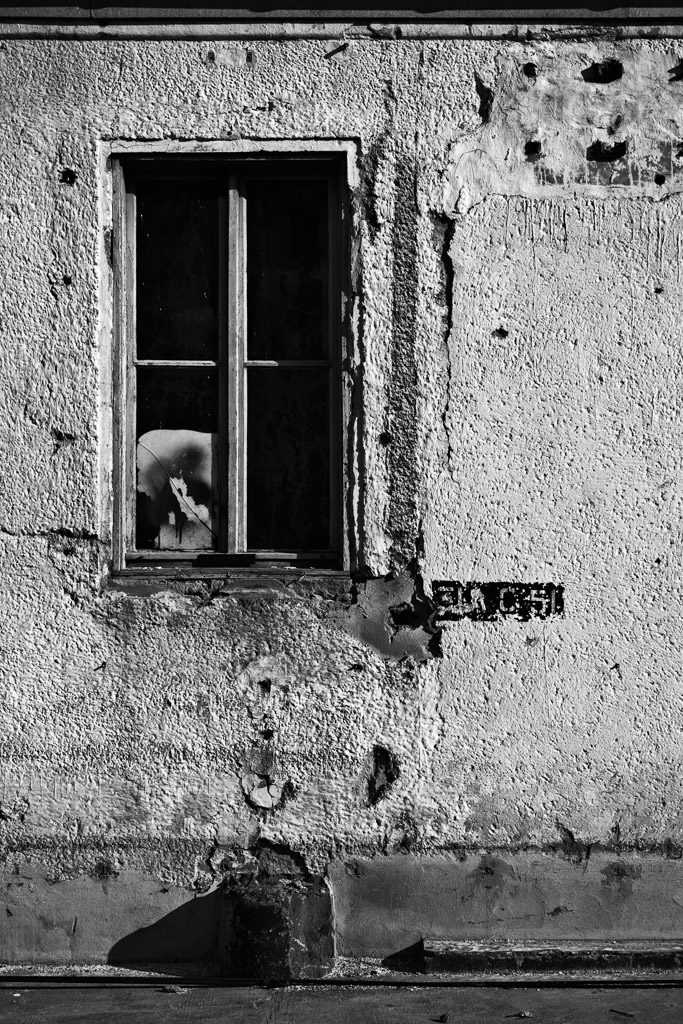 DE, DE-NW, K, NRW, b&w, black and white, buildings, butzweilerhof, bw, cologne, decay, derelict, deutschland, fenster, fotografie, gebäude, germany, köln, mauer, mauern, nordrhein-westfalen, northrhine-westfalia, ossendorf, photography, schwarzweiß, stadtbezirk 4 - ehrenfeld, städtisch, städtischer verfall, sw, urban, urban decay, verfall, verkommen, wall, walls, wand, windows, world, wände