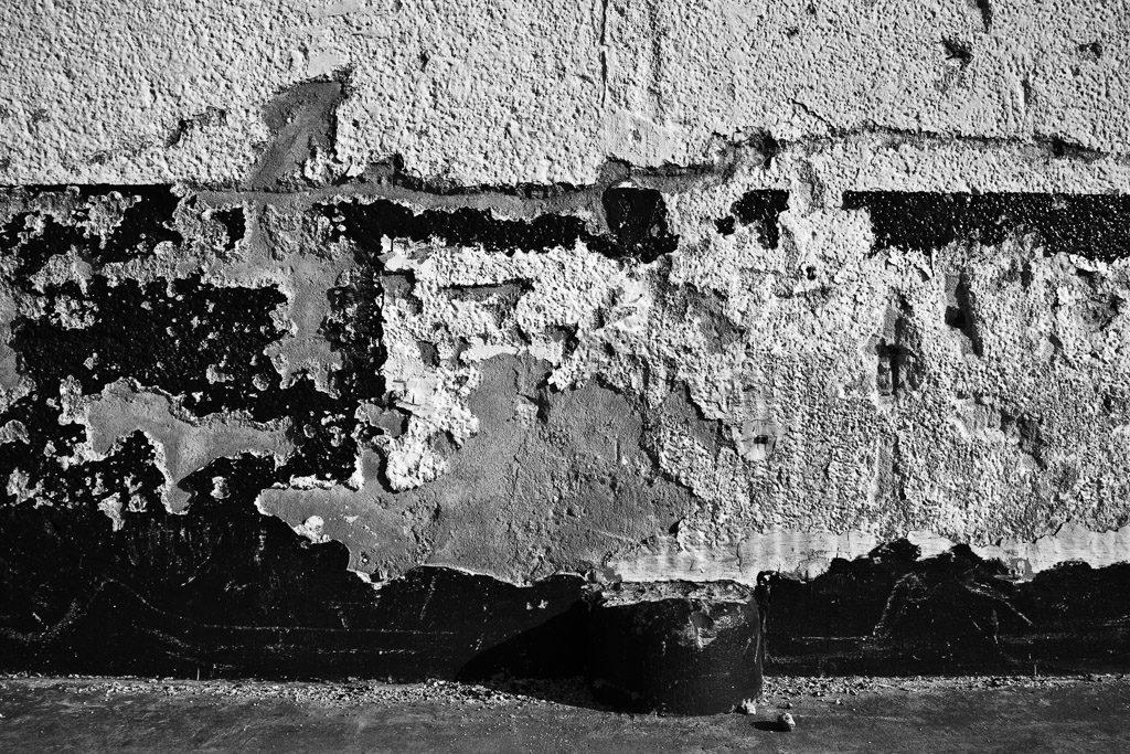 DE, DE-NW, K, NRW, b&w, black and white, buildings, butzweilerhof, bw, cologne, decay, derelict, deutschland, fotografie, gebäude, germany, köln, mauer, mauern, nordrhein-westfalen, northrhine-westfalia, ossendorf, photography, schwarzweiß, stadtbezirk 4 - ehrenfeld, städtisch, städtischer verfall, sw, urban, urban decay, verfall, verkommen, wall, walls, wand, world, wände