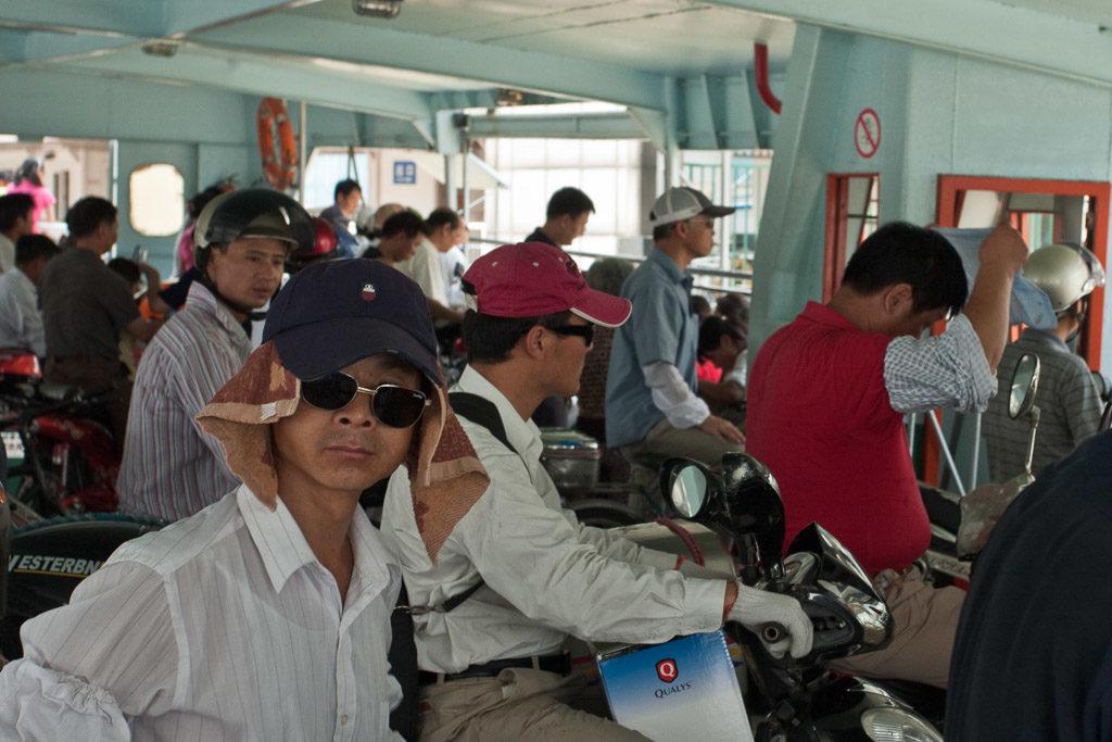 CN, china, china2009, fahrzeuge, ferry, fähre, huangpu jiang, huangpu river, huangpu-fluss, huángpǔ jiāng, leute, maritime, menschen, motor scooter, motor scooters, motorroller, people, reise, schiff, schiffe, scooter, scooters, shanghai, ship, ships, travel, vehicles, world, zhongguo, 上海, 中国, 中國, 黃浦江, 黄浦江