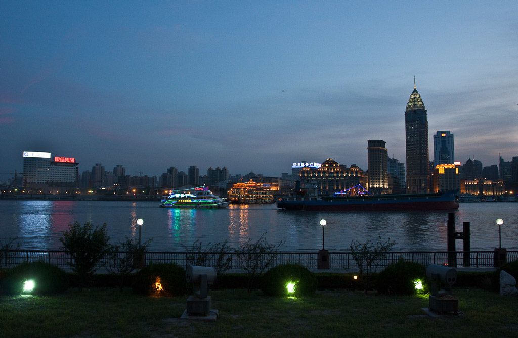 CN, beleuchtung, bund, china, china2009, city lights, himmel, huangpu jiang, huangpu river, huangpu-fluss, huángpǔ jiāng, illumination, lichter, lichter der stadt, lights, maritime, nacht, night, reise, schiff, schiffe, shanghai, ship, ships, sky, skyline, the bund, travel, world, wàitān, zhongguo, 上海, 中国, 中國, 外滩, 外灘, 黃浦江, 黄浦江
