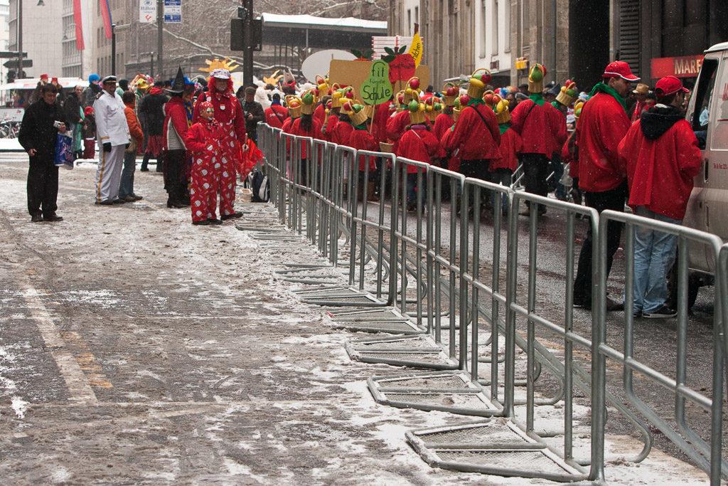 2010, DE, DE-NW, K, NRW, carnival, carnival parade, carnival procession, cologne, deutschland, ereignisse, events, fastelovend, fastnacht, germany, jahreszeit, jahreszeiten, karneval, karnevalsonntag, karnevalsumzug, köln, leute, menschen, nordrhein-westfalen, northrhine-westfalia, parade, people, procession, schnee, schul und stadtteilzüge, schull un veedelszöch, season, seasons, snow, umzug, winter, world