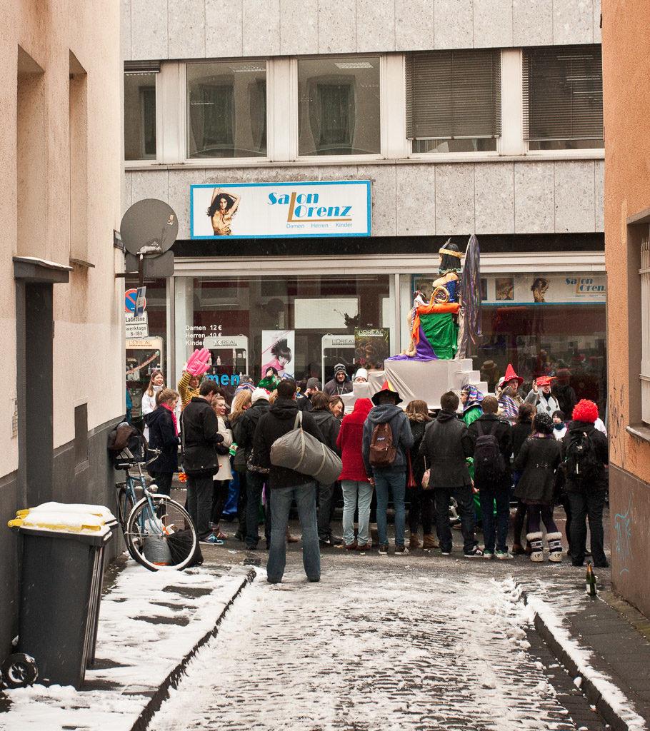 2010, DE, DE-NW, K, NRW, carnival, carnival parade, carnival procession, cologne, deutschland, ereignisse, events, fastelovend, fastnacht, germany, herder, herder gymnasium, jahreszeit, jahreszeiten, karneval, karnevalsonntag, karnevalsumzug, köln, leute, menschen, nordrhein-westfalen, northrhine-westfalia, parade, people, procession, schnee, school, schul und stadtteilzüge, schule, schull un veedelszöch, season, seasons, snow, umzug, winter, world