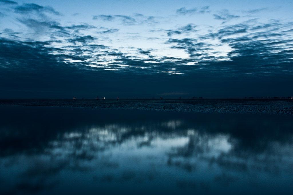 DE, DE-SH, NF, SH, blau, blue, clouds, color, colors, deutschland, farbe, farben, frühling, germany, groede2010, gröde, hallig, hallig gröde, halligen, himmel, holm, horizon, horizont, jahreszeit, jahreszeiten, meer, mudflat, nacht, night, nordfriesland, north frisia, reflections, reflektionen, reise, schleswig-holstein, sea, seascape, season, seasons, see, sky, spring, tidal flat, travel, wasser, water, watt, wolken, world