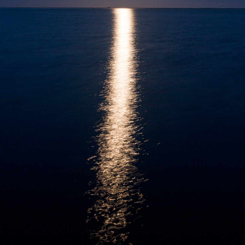 DE, DE-SH, NF, SH, blau, blue, color, colors, deutschland, farbe, farben, frühling, germany, groede2010, gröde, hallig, hallig gröde, halligen, holm, horizon, horizont, jahreszeit, jahreszeiten, licht, light, meer, mondlicht, moonlight, nacht, night, nordfriesland, north frisia, reflections, reflektionen, reise, schleswig-holstein, sea, seascape, season, seasons, see, spring, travel, wasser, water, world