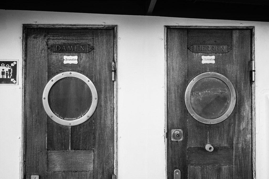 DE, DE-SH, NF, SH, b&w, black and white, bw, deutschland, fotografie, germany, groede2013, hallig, halligen, holm, maritime, ms seeadler, nordfriesland, north frisia, photography, reise, schiff, schiffe, schleswig-holstein, schwarzweiß, ship, ships, sw, toilets, toiletten, travel, world