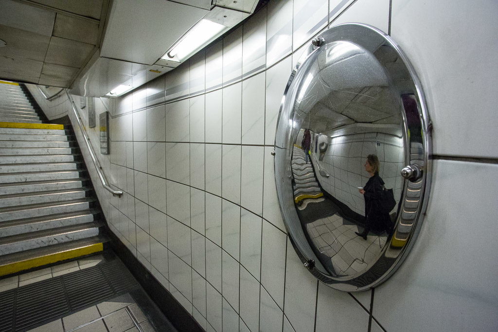 ENG, GB, UK, dinge, england, great britain, greater london, leute, london, london underground, menschen, metro, mirror, monument, people, public transport, spiegel, subway, things, transport for london, tube, u-bahn, underground, united kingdom, world, öpnv
