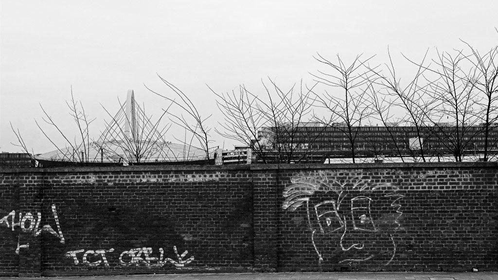 b&w, black and white, buildings, bw, city, cityscape, cologne, deutz, fotografie, gebäude, graffiti, innenstadt, inner city, köln, kölnarena, photography, schwarzweiß, stadt, stadtbezirk 1 - innenstadt, stadtbild, stadtlandschaft, streetart, städtisch, sw, urban, vhs, workshop