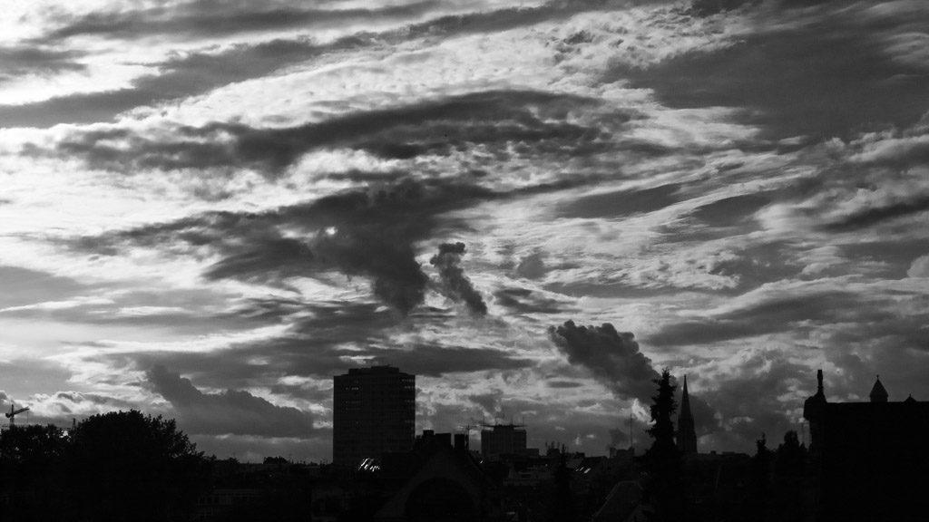 altstadt, b&w, black and white, bw, city, cityscape, clouds, cologne, fotografie, himmel, innenstadt, inner city, köln, old town, photography, rain, regen, schwarzweiß, sky, stadt, stadtbezirk 1 - innenstadt, stadtbild, stadtlandschaft, städtisch, sw, urban, vhs, wolken, workshop