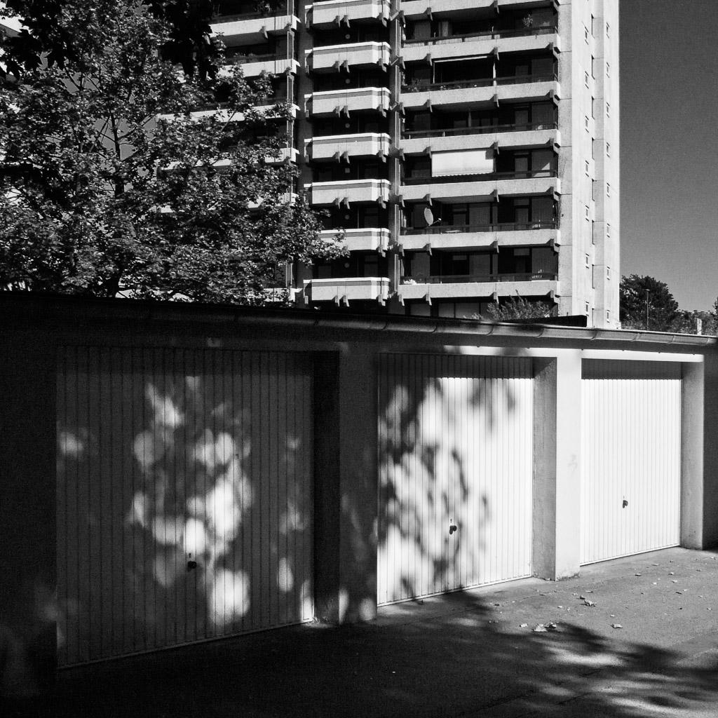 b&w, backyard, black and white, buildings, bw, city, cityscape, cologne, fotografie, gebäude, jahreszeit, jahreszeiten, köln, photography, riehl, schwarzweiß, season, seasons, sommer, stadt, stadtbezirk 5 - nippes, stadtbild, stadtlandschaft, städtisch, summer, sw, urban, vhs, workshop