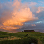 DE, DE-SH, NF, SH, buildings, clouds, deutschland, gebäude, germany, gröde, hallig, hallig gröde, halligen, haus, himmel, holm, house, houses, häuser, jahreszeit, jahreszeiten, landscape, landschaft, marshes, natur, nature, nordfriesland, nordsee, north frisia, north sea, reise, rural, salt marshes, salzwiesen, schleswig-holstein, season, seasons, sky, sommer, sonne, sonnenaufgang, summer, sun, sunrise, travel, wadden sea, warft, wattenmeer, wolken, world