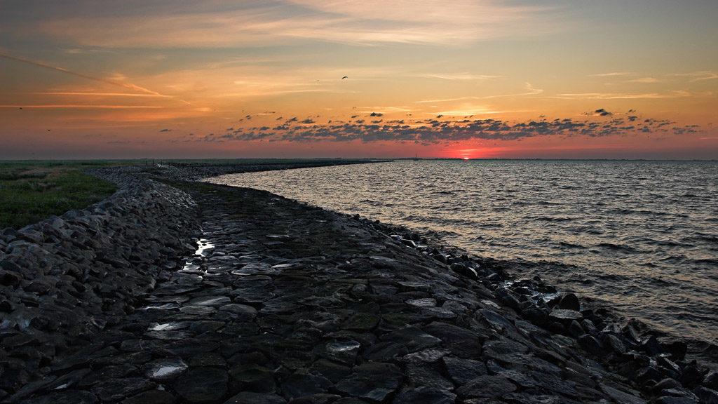 DE, DE-SH, NF, SH, deutschland, embankment, flut, germany, gröde, hallig, hallig gröde, halligen, high tide, hochwasser, holm, jahreszeit, jahreszeiten, landscape, landschaft, meer, natur, nature, nordfriesland, nordsee, north frisia, north sea, reise, rural, schleswig-holstein, sea, seascape, season, seasons, see, sommer, sonne, sonnenaufgang, steinkante, stone edge, summer, sun, sunrise, travel, wadden sea, wasser, water, wattenmeer, world