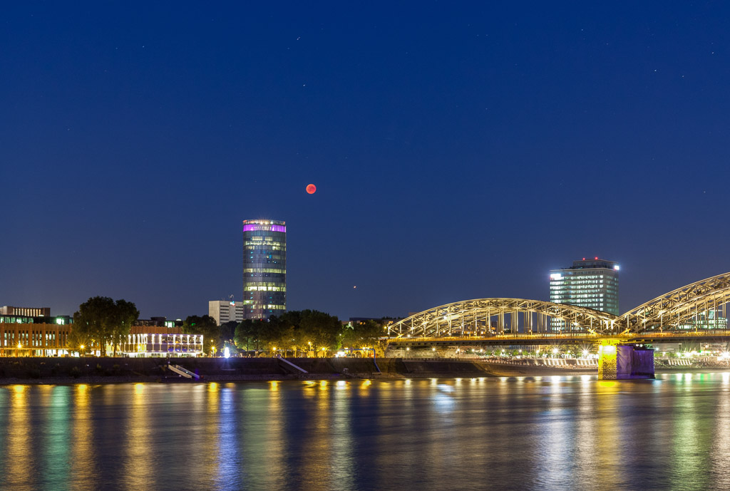 astrofotografie, astronomie, astronomy, astrophotography, bridges, cologne, deutz, eclipse, finsternis, full moon, hohenzollern bridge, hohenzollernbrücke, innenstadt, inner city, köln, kölner brücken, lunar, lunar eclipse, lvr tower, mars, mond, mondfinsternis, moon, planeten, planets, schäl sick, solar system, sonnensystem, stadtbezirk 1 - innenstadt