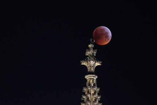 2019, astrofotografie, astronomie, astronomy, astrophotography, beleuchtung, cathedral, city lights, cologne, dom, domspitzen, eclipse, ereignisse, events, finsternis, illumination, köln, lichter, lichter der stadt, lights, lunar, lunar eclipse, lunar-eclipse-21-jan-2019, mond, mondfinsternis, moon, solar system, sonnensystem
